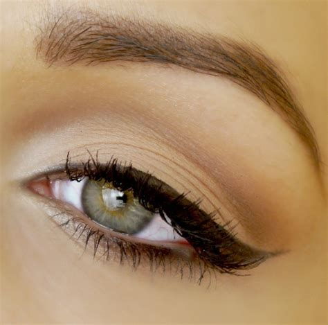 How To; Feline Flick Eyeliner! Musely