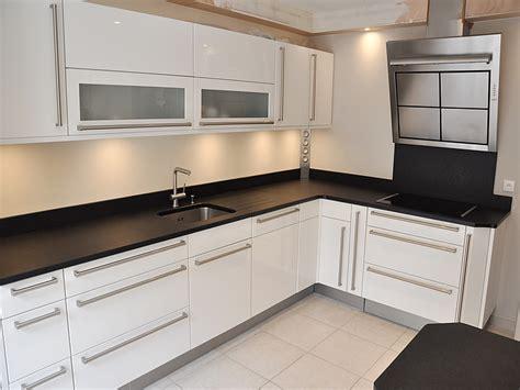 cuisine granit noir intérieur granit plan de travail en granit noir