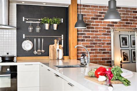meuble cuisine bleu appartement sous combles avec poutres apparentes picslovin