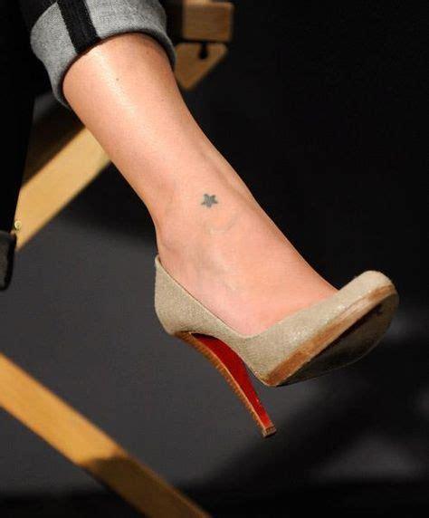 tatouage femme  etoile pleine sur cheville tatouage femme
