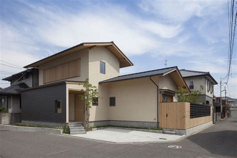 Modernes Japanisches Haus by A World Of Contrasts Modern Japanese Home For An Elderly