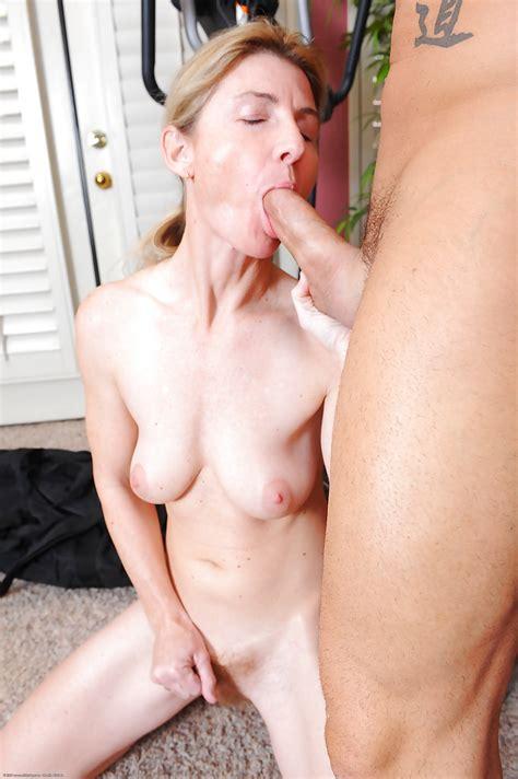 Busty Amateur Milf Austin Scott Taking Cumshot On Hairy Vagina