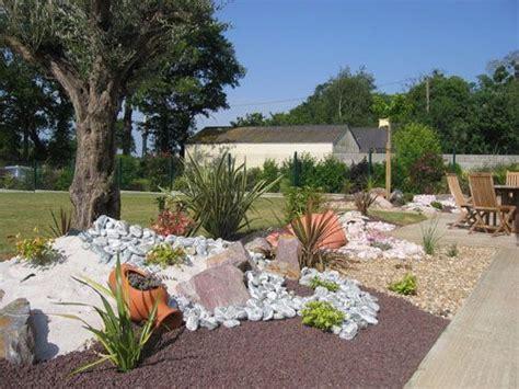 decoration parterre avec galets parterre avec cailloux jardin de rocaille zen idees deco maison parterre avec cailloux