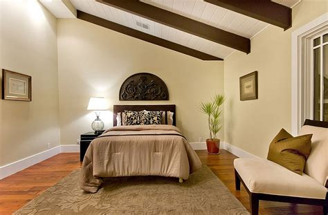 Ideas For Bedroom With Slanted Ceiling by How To Decorate Rooms With Slanted Ceiling Design Ideas