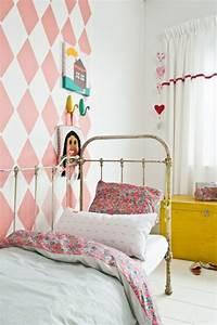 Tapeten Muster Wände : babyzimmer tapeten schaffen eine fr hliche stimmumg im raum ~ Markanthonyermac.com Haus und Dekorationen