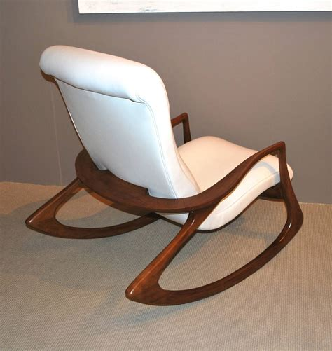 vladimir kagan quot contour quot chair in leather for sale at 1stdibs