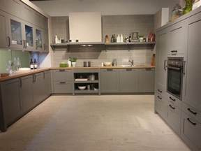 weiße küche graue arbeitsplatte antreten zum trend report aktuelles aus der welt der küchen küchenatlas