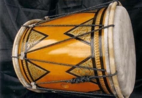 Dan pada bagian atas terdapat. 14 Alat Musik Tradisional Sumatera Barat, Fungsi dan Gambarnya
