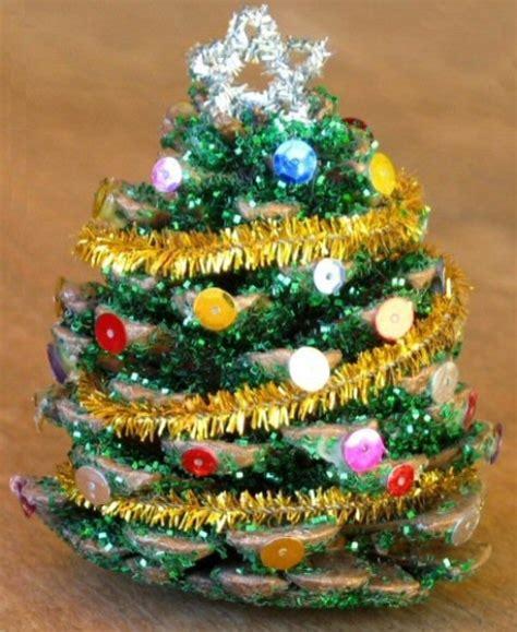 wonderful diy mini pine cone christmas tree