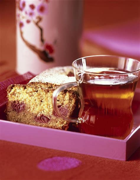 cuisine uretre et dessert recette cake au citron amandes et framboises cuisine