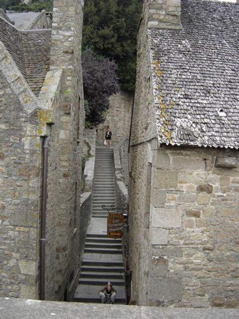 mont michel interieur il n y a qu un seul dieu mais le chemin qui y conduit est raide et la porte est 233 troite la