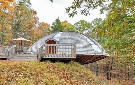 casa cupola una casa a forma di ufo ruota su se stessa per