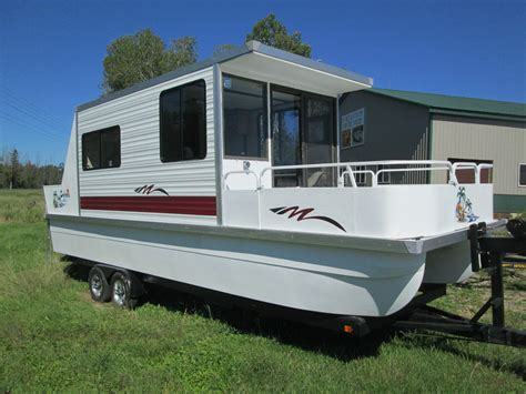 Houseboat Engine by Lil Hobo Catarmaran Cruiser Weekender 1995 For Sale For