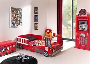 latest lit garon rouge camion de pompier with lit en forme With awesome couleur de meuble tendance 15 le lit voiture pour la chambre de votre enfant