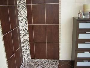 Couleur salle de bain avec carrelage marron idees deco for Carrelage salle de bain marron