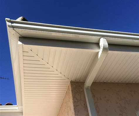 eclairage exterieur sous toiture lambris bois exterieur sous toiture maison design