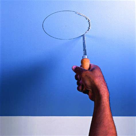 installer un spot encastr 233 au plafond installer un luminaire