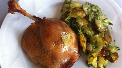 cuisiner cuisse de canard confite cuisses de confit de canard pommes de terre salardaises