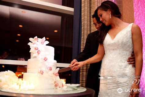 how to cut a wedding cake wedding cake cutting quotes quotesgram