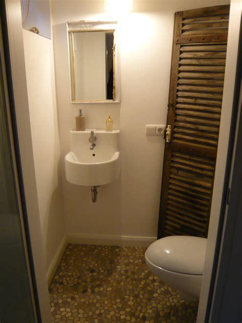 Badezimmer Fliesen Verstecken by Kiesel Ikea Waschbecken Hidra Toilette Flusskiesel