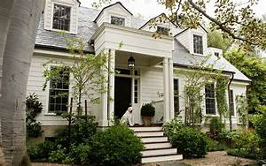 Benjamin Moore Swiss Coffee Traditional Home Exterior