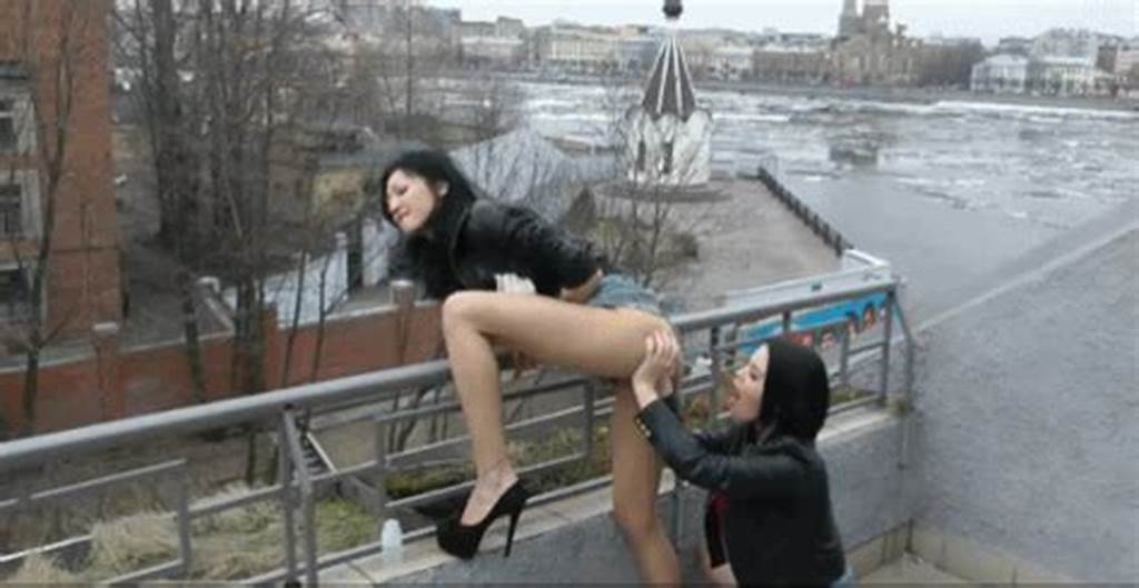 #Brunette #Fisting #Her #Friends #Pussy #In #Public
