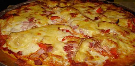 comment cuisiner le thon recette pizza au fromages facile à l 39 italienne
