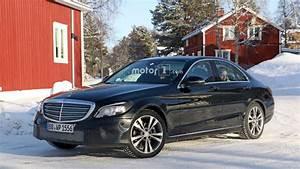 Mercedes Classe C Restylée 2018 : 2018 mercedes c class spotted with production headlights taillights ~ Maxctalentgroup.com Avis de Voitures