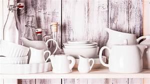 Schrank Weiß Streichen Ohne Schleifen : wie man einen schrank wei streichen kann ~ Markanthonyermac.com Haus und Dekorationen