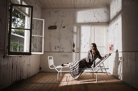 Bilder Mädchens Zimmer Fenster Sonnenliege