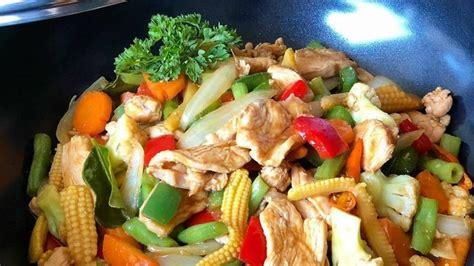 Banyak variasi bahan yang bisa dikombinasikan dalam membuat dimsum lho. Resep Ayam Sayur Cah Paprika, Sajian Nikmat Bikin Makan ...