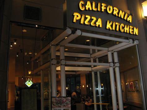 boston pizza kitchen カリフォルニアピザキッチンの店 foto de california pizza kitchen boston