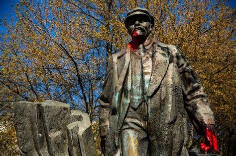 seattle lenin statue vladimir communist fremont mayor blood washington communism trump provocative monuments paint civil war confederacy hands protesting seattlepi