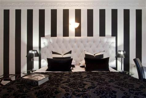 chambre baroque noir et blanc le papier peint noir et blanc est toujours un singe d