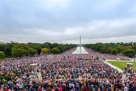 Tens of thousands attend prayer march in D.C. | Disrn
