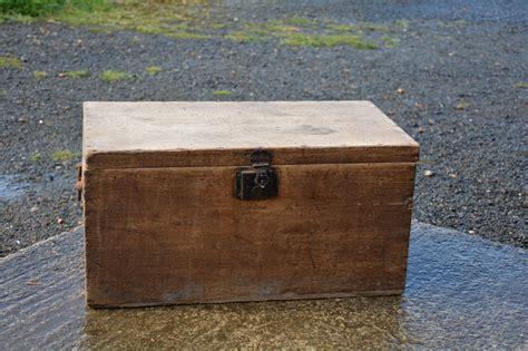 caisse en bois malle coffre la petite brocanteuse