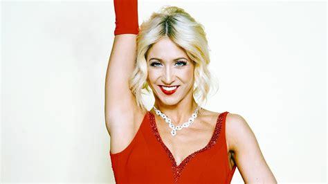 Kathrin menzinger is born at 24 september, 1988 in vienna, austria and austrian by birth. Let's Dance 2020: Profitänzerin Kathrin Menzinger tanzt ...