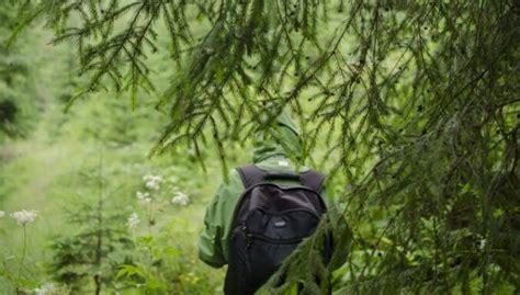 Trešdien glābēji palīdzēja no meža izkļūt diviem cilvēkiem - DELFI