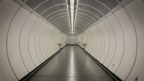 tunnel subway vienna  photo  pixabay