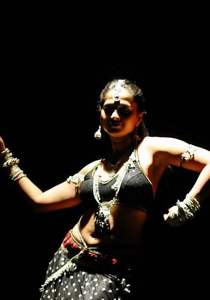 Shetty Anushka Dance Exposing Actress