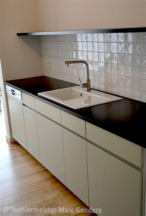 Weisse Küche Mit Dunkler Arbeitsplatte by Arbeitsplatte Kuche Dunkel