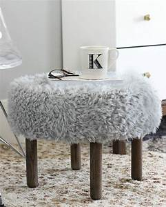 Pouf Fausse Fourrure : un pouf diy en fausse fourrure shake my blog ~ Teatrodelosmanantiales.com Idées de Décoration