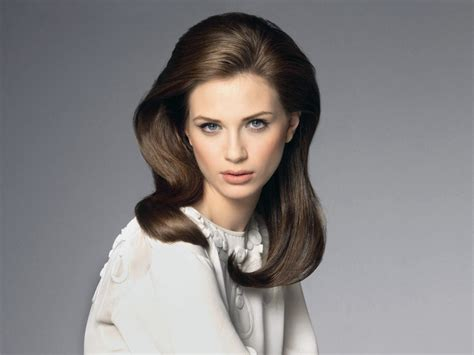 hairstyle smooth retro hairstyle  height   crown