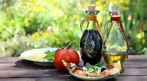 Dunkle Flaschen Für Olivenöl : balsamico feiner essig aus modena ~ Orissabook.com Haus und Dekorationen