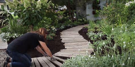 wood pallets    garden walkway diy ways