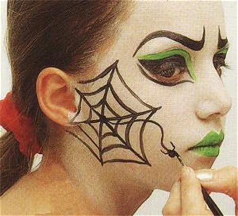 comment dessiner une toile d araignee sur le visage