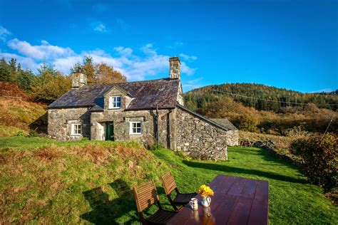 cottage in snowdonia two bedroom cottage in the mountains above