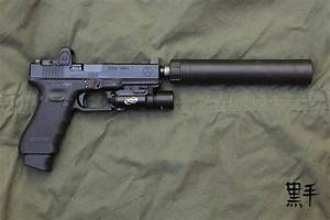 Glock 17 Gen 4 with extended magazine, weapon light ...