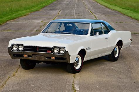 Oldsmobile : Conservative Looks Of 1966 Oldsmobile 4-4-2 W-30 Hide True