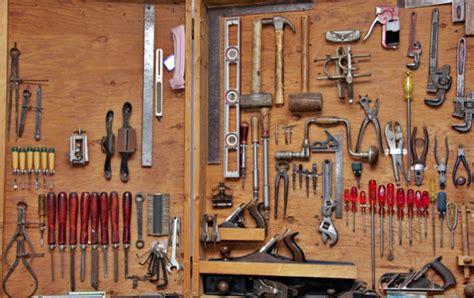 шкаф для столярного инструмента